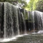 滝の裏側に入れる鍋ヶ滝
